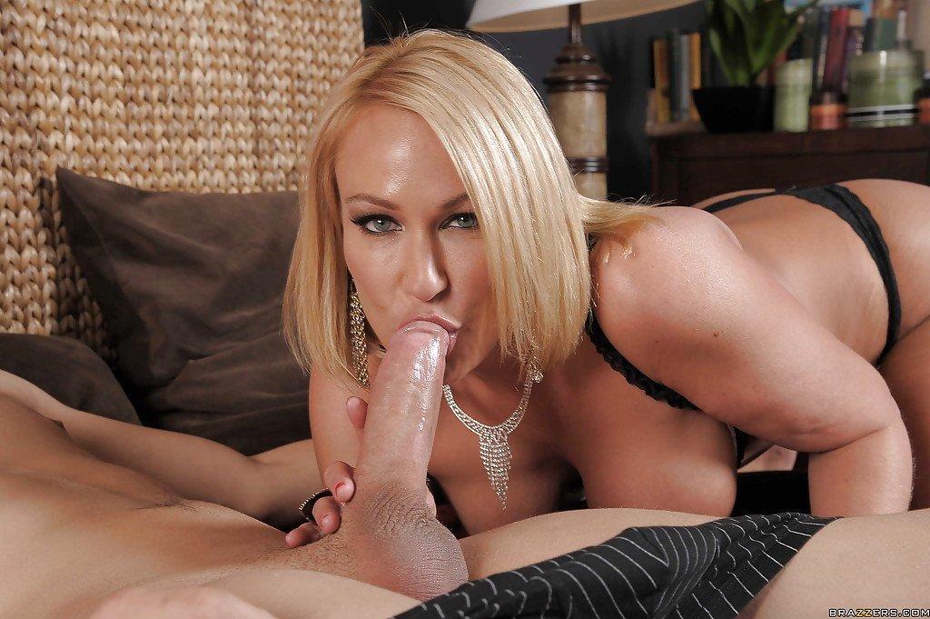 Смотреть в HD порно видео с блондинками онлайн и бесплатно.