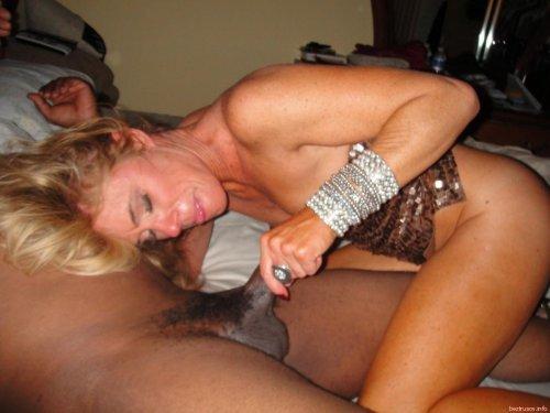 Межрассовый секс негра с европейкой в любительских фото