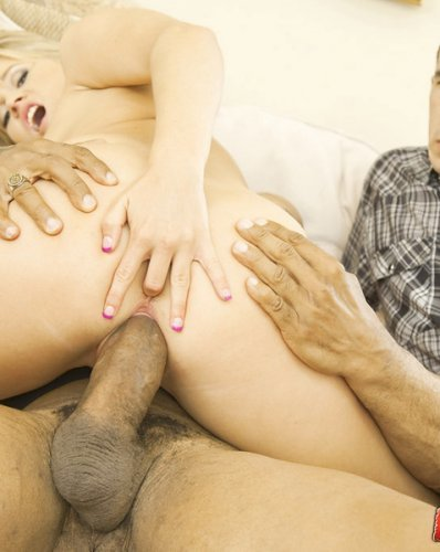 Парень трахнул свою бывшую девушку на глазах у её мужа