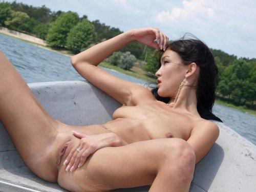 Похотливые казашки показывают свое тело