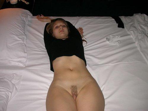 Парень развел шлюшку на интимные фотографии