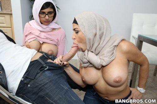 Мама мусульманка учит дочь ебаться и отсасывать