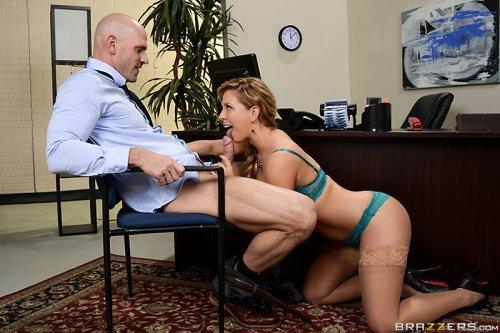 При приёме на работу начальница устраивает кастинг хуёв