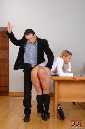 Директор наказал школьницу как последнюю развратную девку
