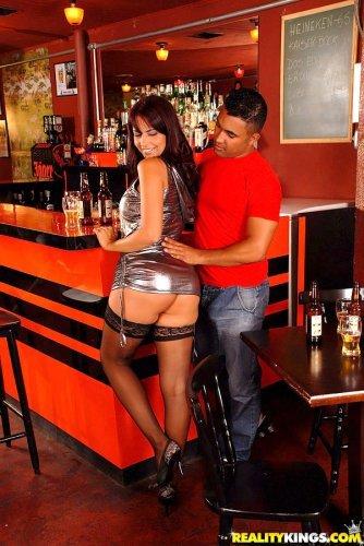 Реальное порно в пивном баре
