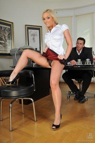 Kathia Nobili секретарша которая любит в попку