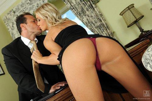 Секс с секретаршей Cameron Gold