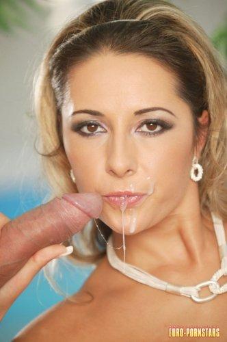 Daria Glower обожает глотать сперму