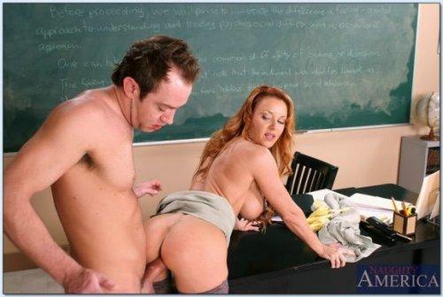 Рыженькая учительница с отличной попочкой и пиздой