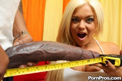 Толстый огромный хуй для Crista Moore