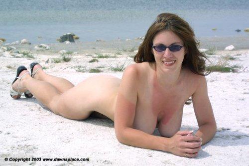 Dawn Allison на нудистском пляже